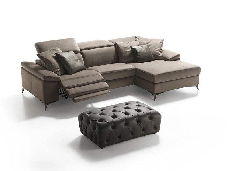 Divano con penisola e doppio movimento relax elettrico for Divani e divani relax