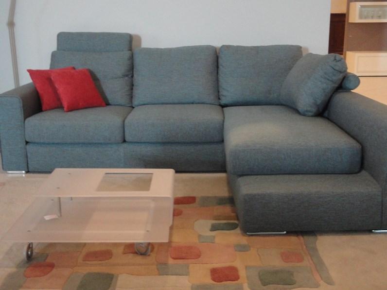 Divano con penisola icaro lecomfort prezzi outlet for Outlet divani design