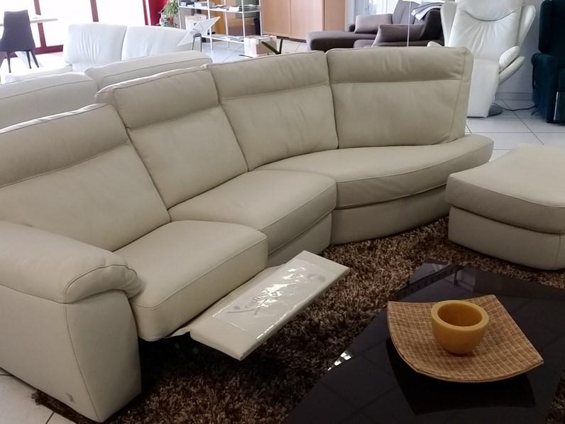Divano con penisola in pelle charles doimo sofas offerta for Divano in pelle con penisola