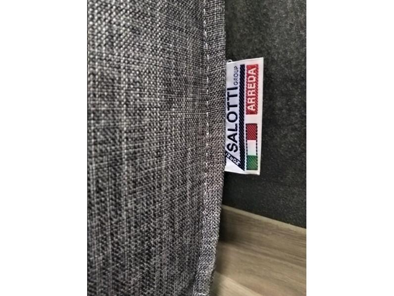 Non Solo Salotti Group Bari.Divano Con Penisola In Stile Moderno Con Poggiatesta A Prezzi Outlet