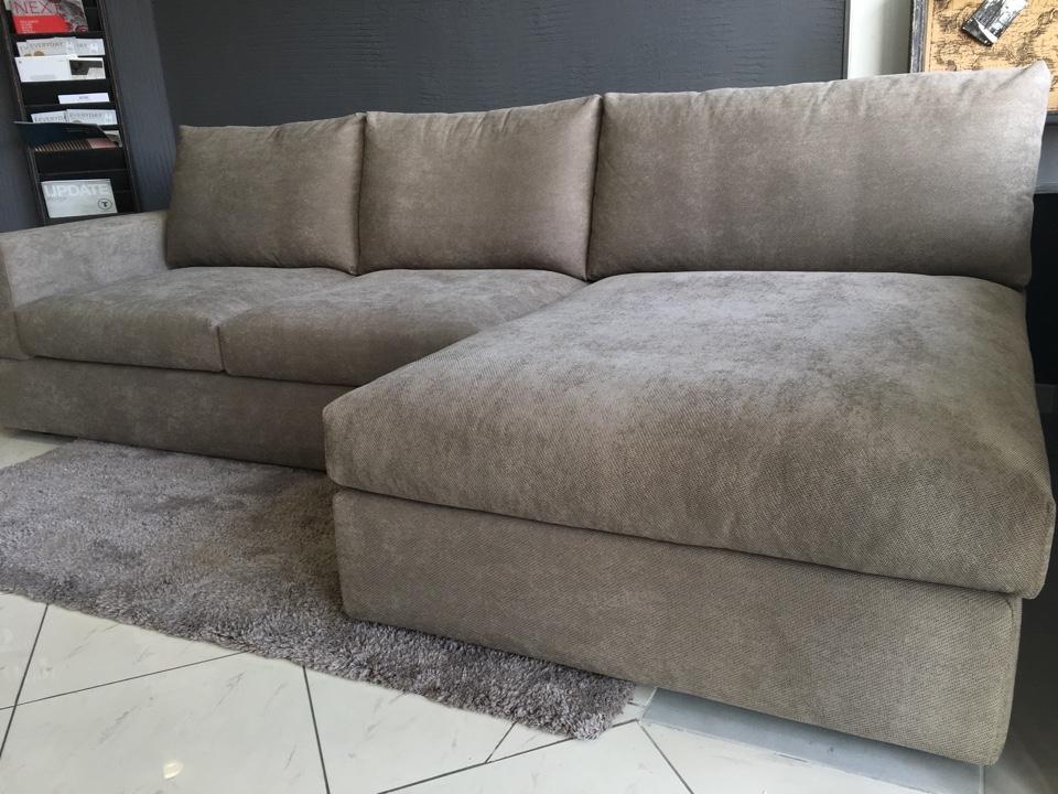 Divano con penisola in tessuto modello kubic divani a for Divano seduta larga