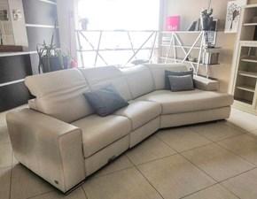 Divano con penisola pelle in poliuretano  Doimo sofas a prezzo scontato
