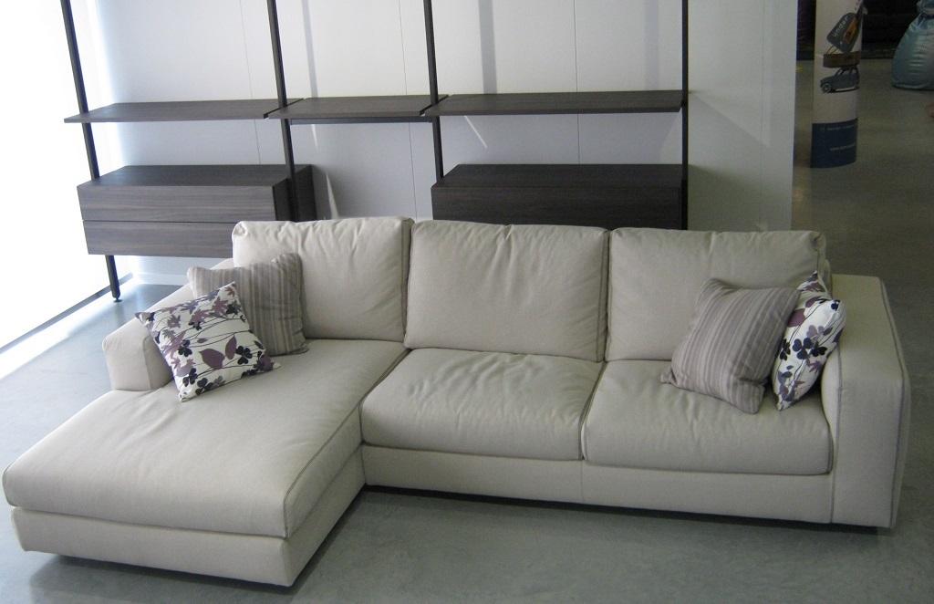 Divano con penisola scontato divani a prezzi scontati for Divani piccoli con penisola