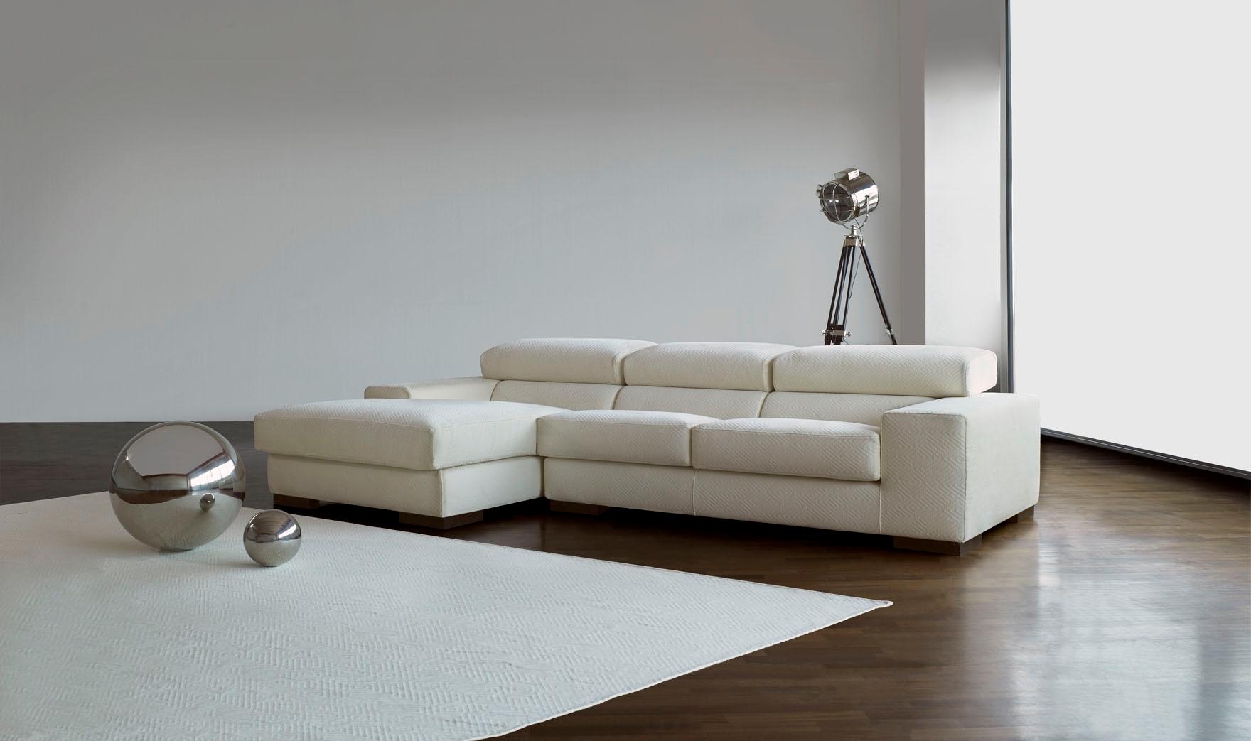Divano con penisola divani a prezzi scontati - Altezza quadri sopra divano ...