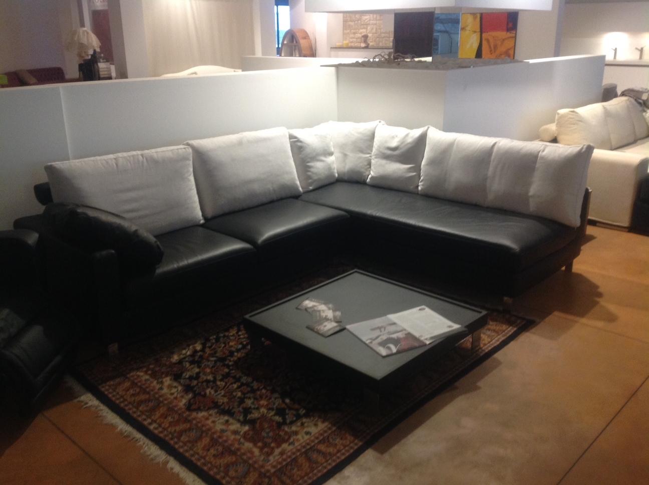 Divano corinto nikita divano angolare divani a prezzi for Divano bicolore