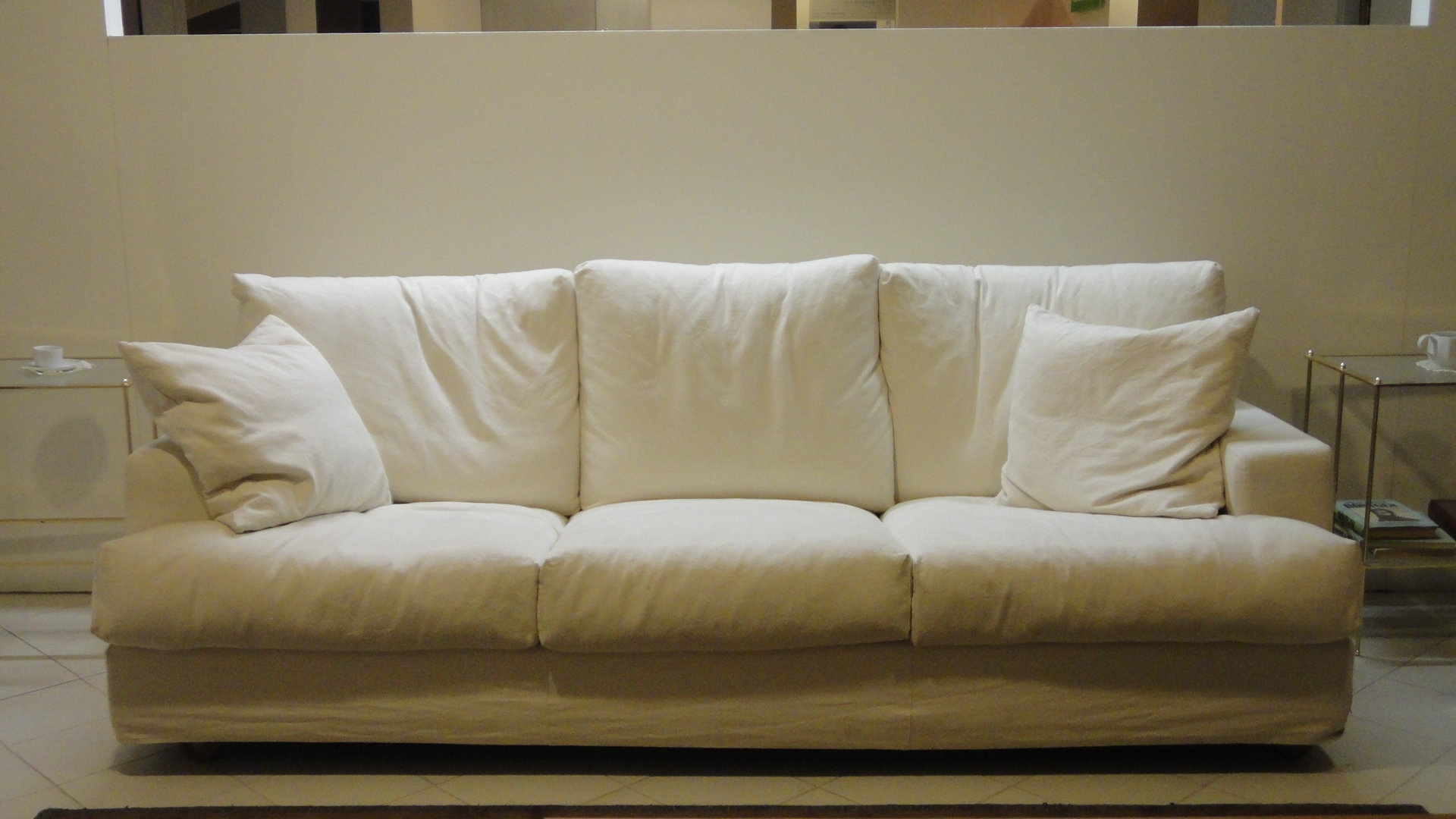 Divano cristian salotti divano divani lineari tessuto for Divani salotti