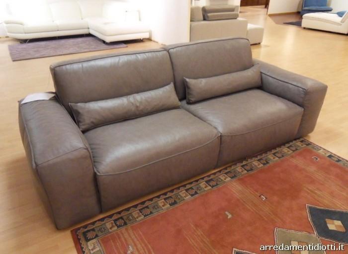 Divano in pelle latemar in offerta divani a prezzi scontati for Diotti arredamenti prezzi