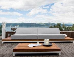 divano lineare su panchetta modulare