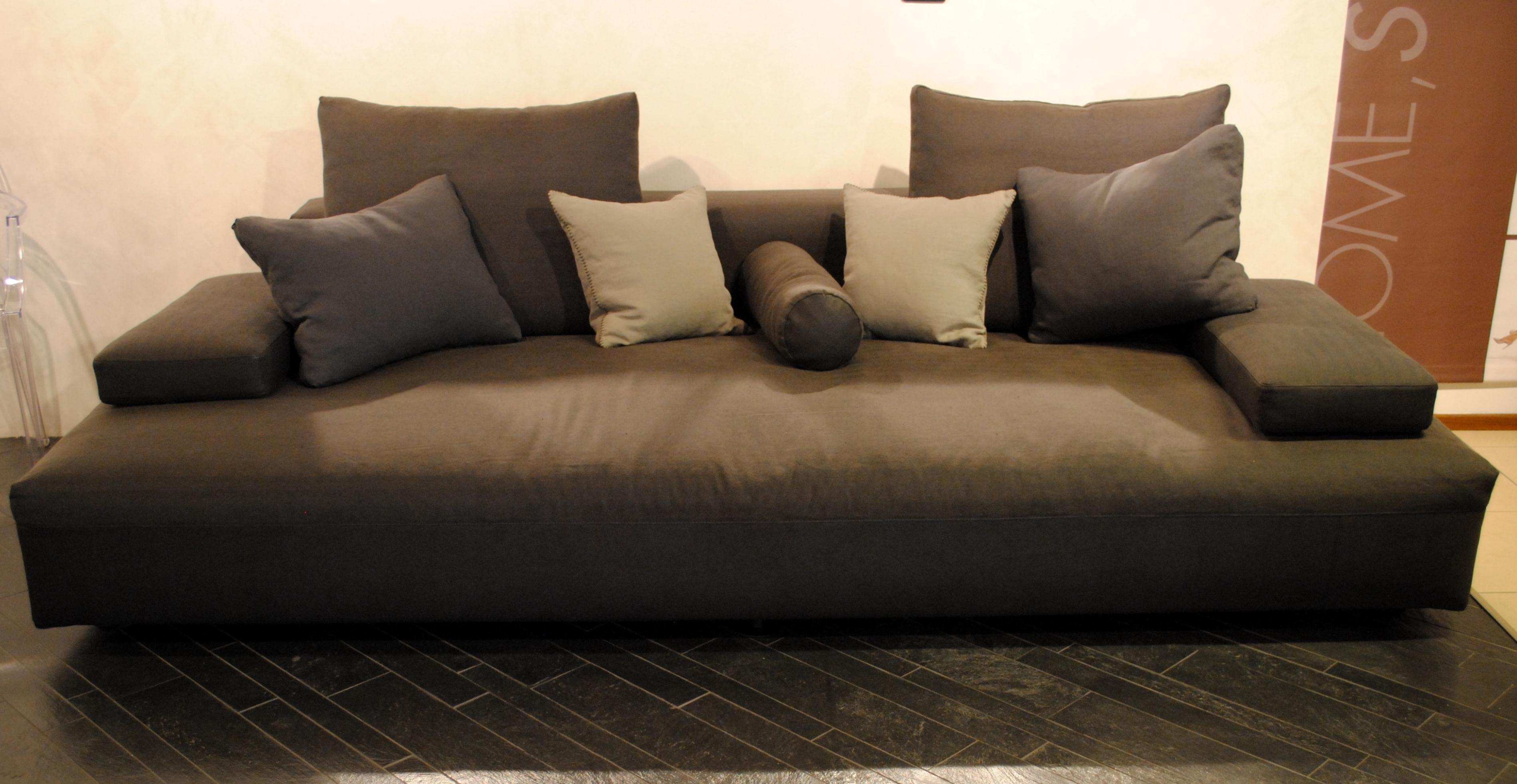 Divano desiree 4 posti scontato divani a prezzi scontati for Outlet arredamento divani