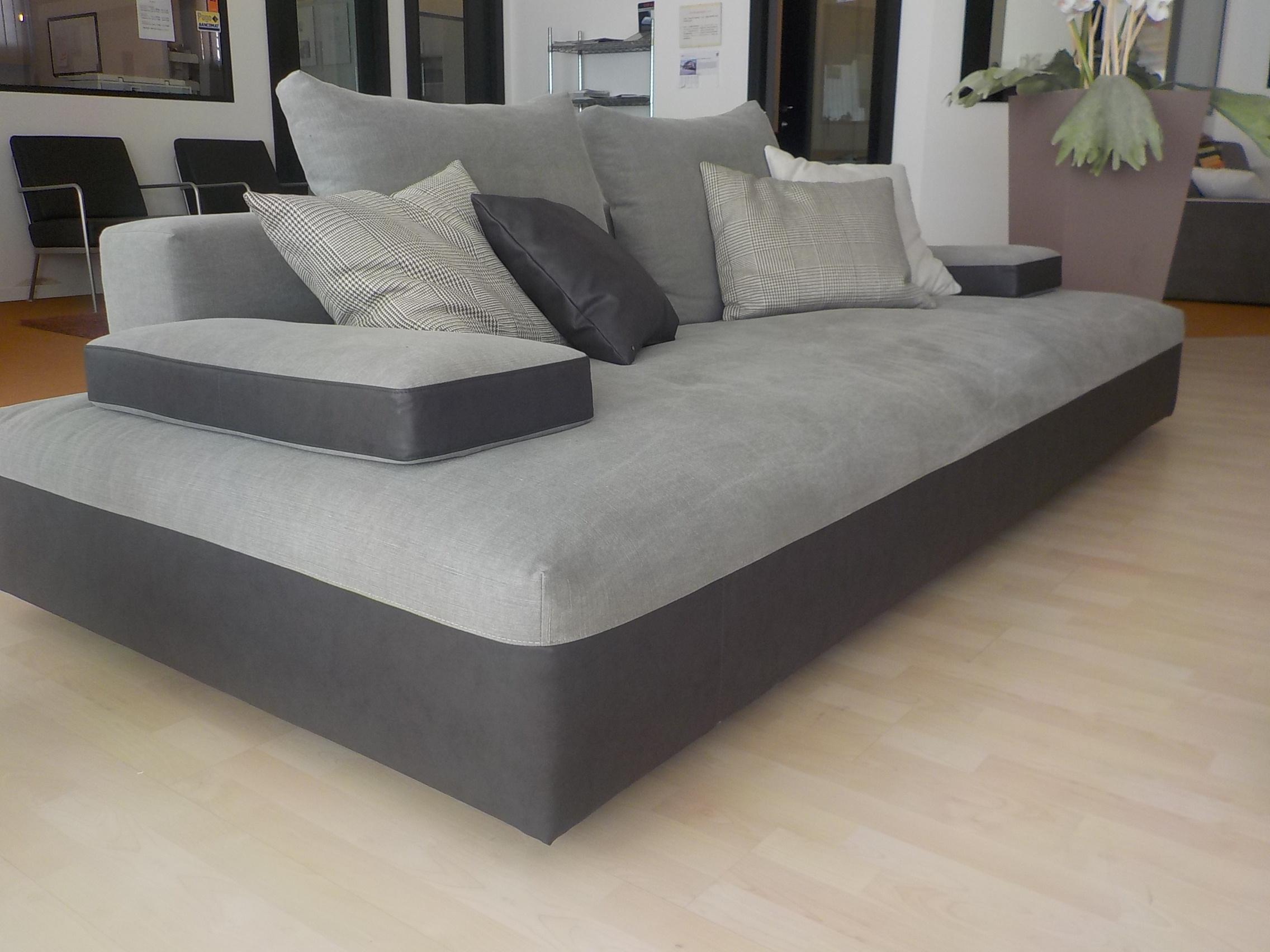 Divano desir e glow in divani lineari tessuto divano 4 for Divano 4 posti