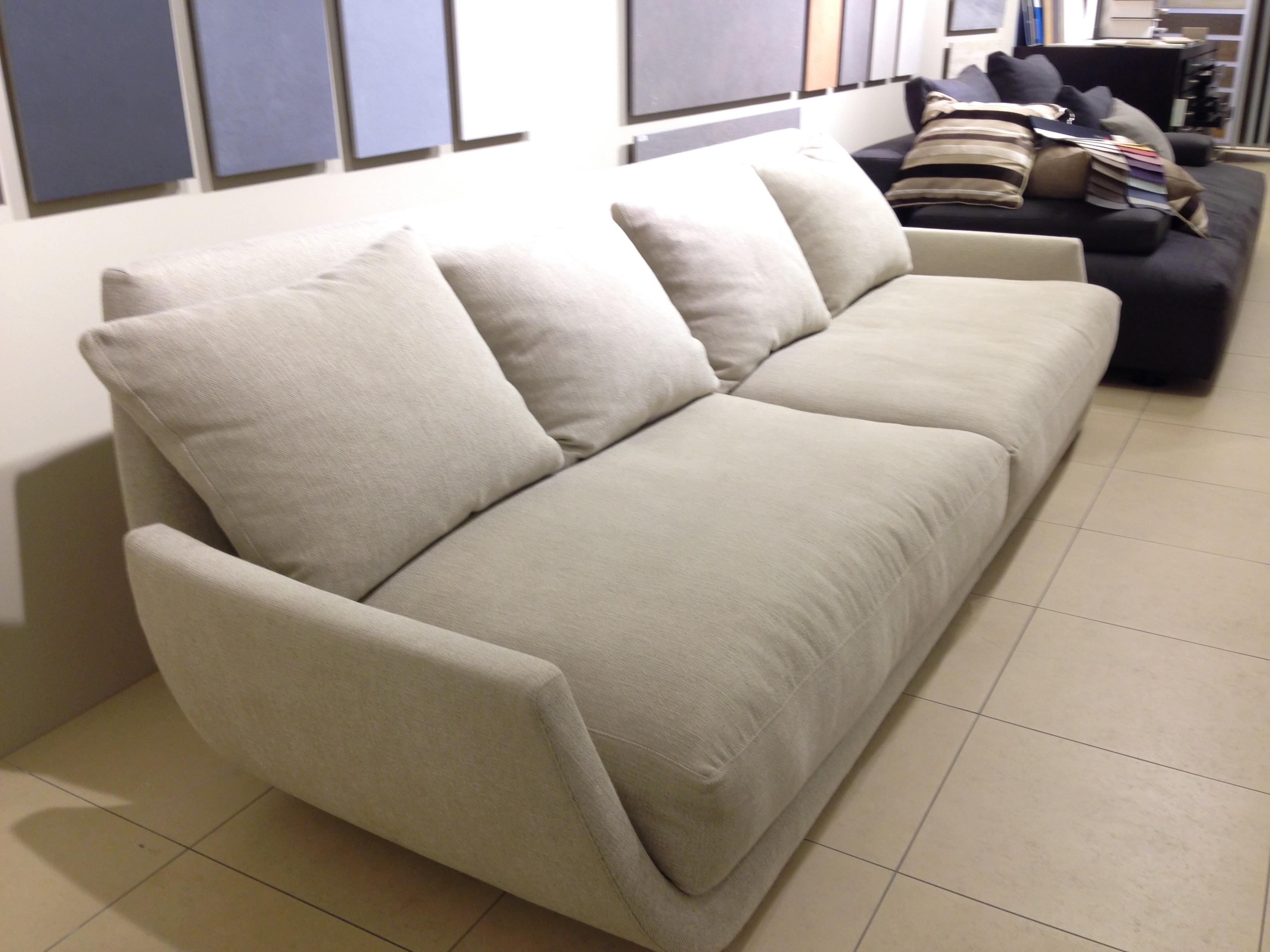 Divano desiree in offerta divani a prezzi scontati for Divano 4 posti