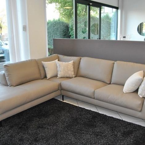 Divano di tre con penisola angolare mod artis in ecopelle scontato del 50 divani a prezzi - Pulire divano ecopelle ...