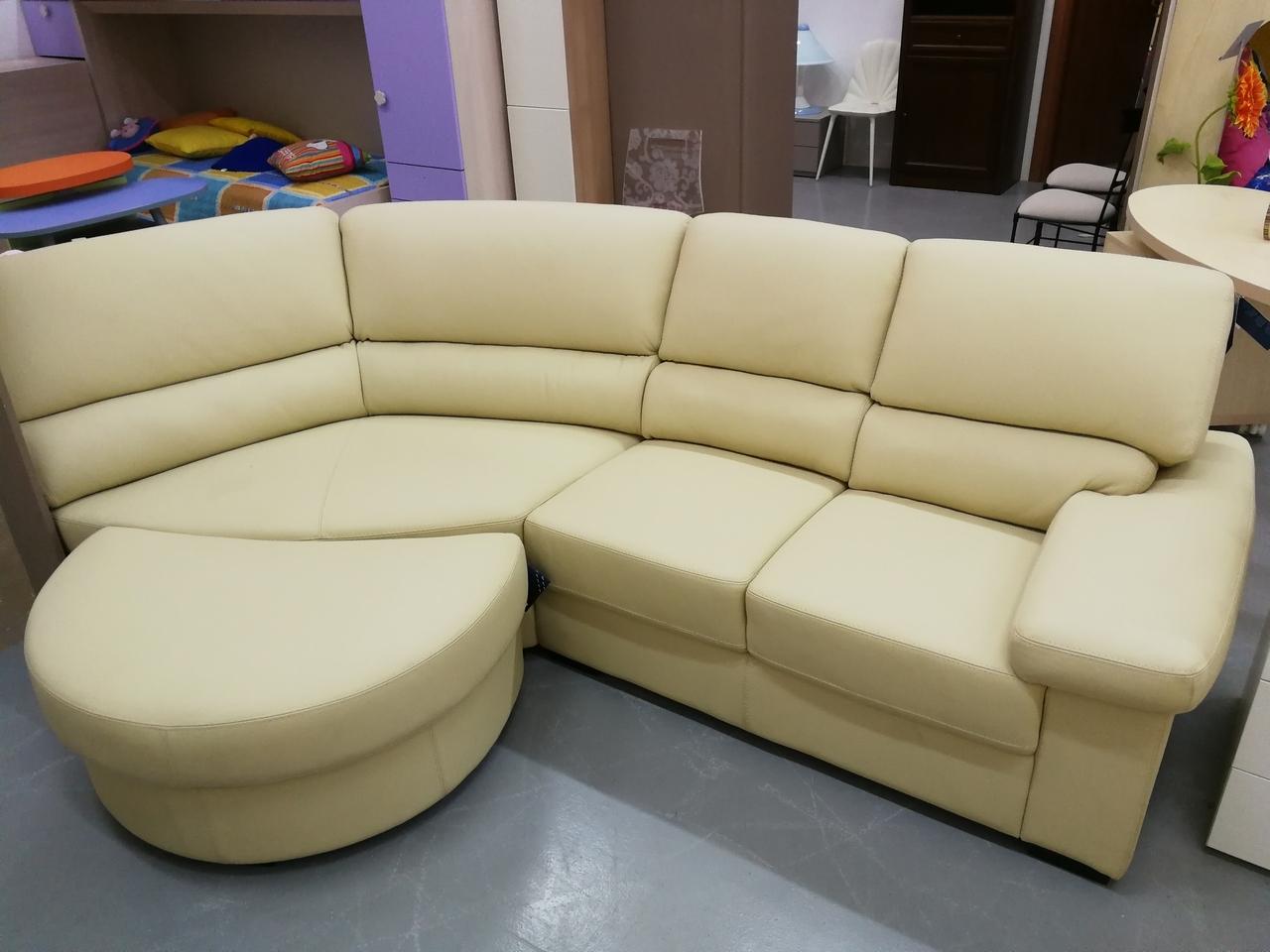 Divano ditre italia divano in pelle con penisola divani for Divani piccoli con penisola