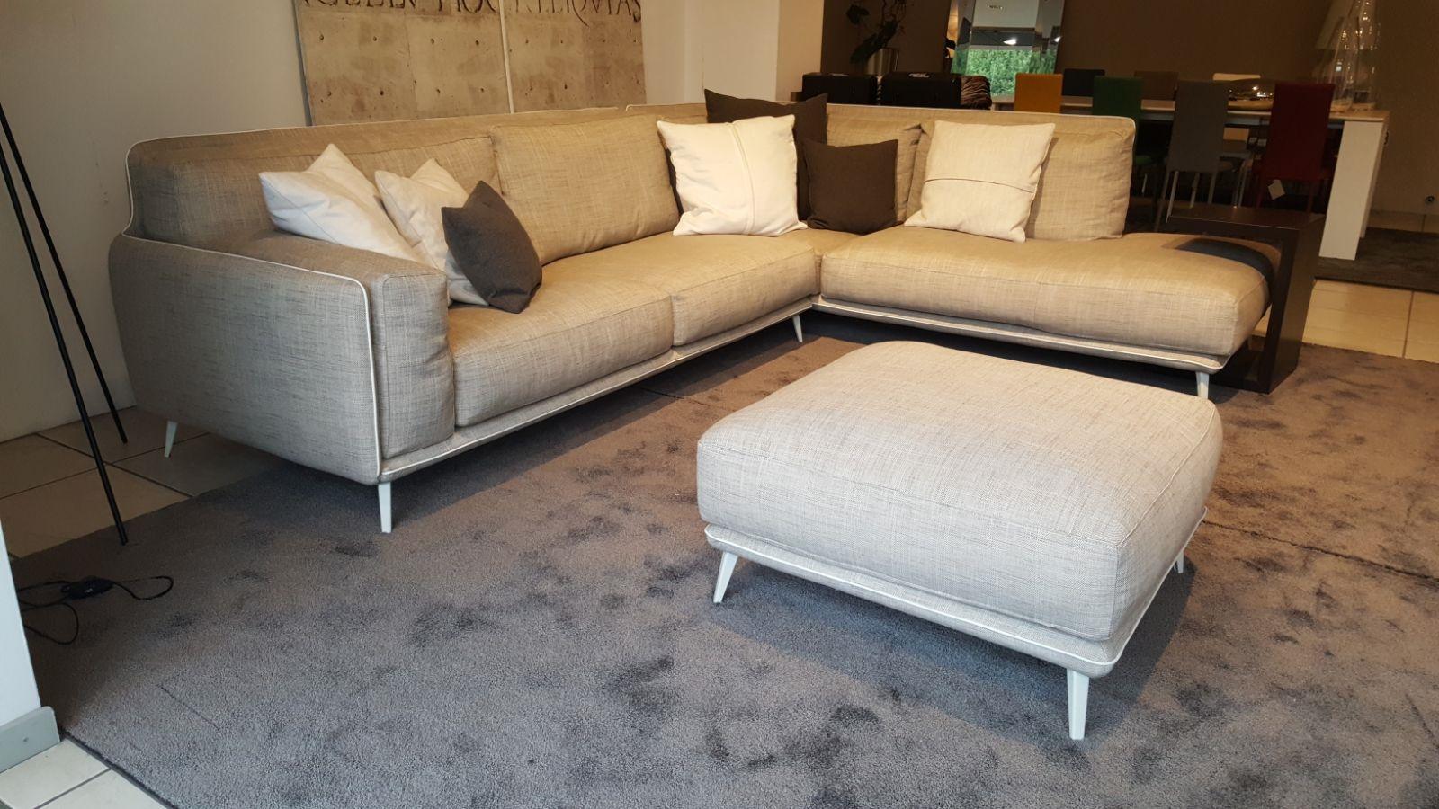 Divano ditre italia divano kris 3 posti con penisola con - Divano con pouf ...