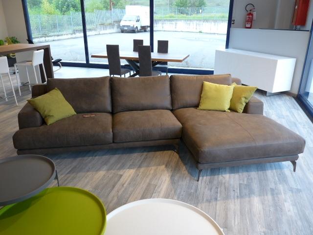 Divano ditre italia foster divano con penisola pelle for Divani ditre