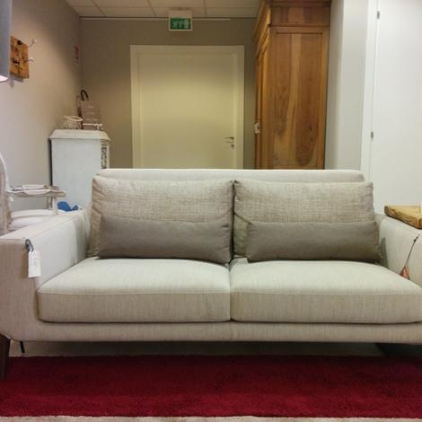 Divano ditre italia mod miller in tessuto con poggia reni scontato del 35 divani a prezzi - Divano miller ditre prezzo ...