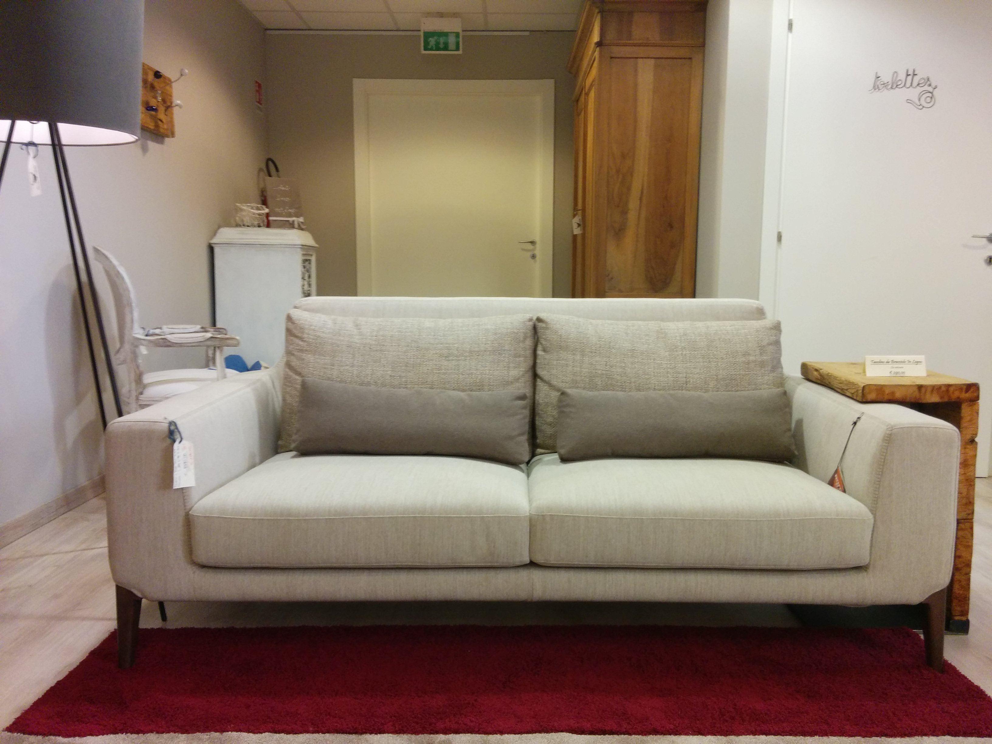 Divano ditre italia mod miller in tessuto con poggia reni scontato del 35 divani a prezzi - Divano letto ovvio ...