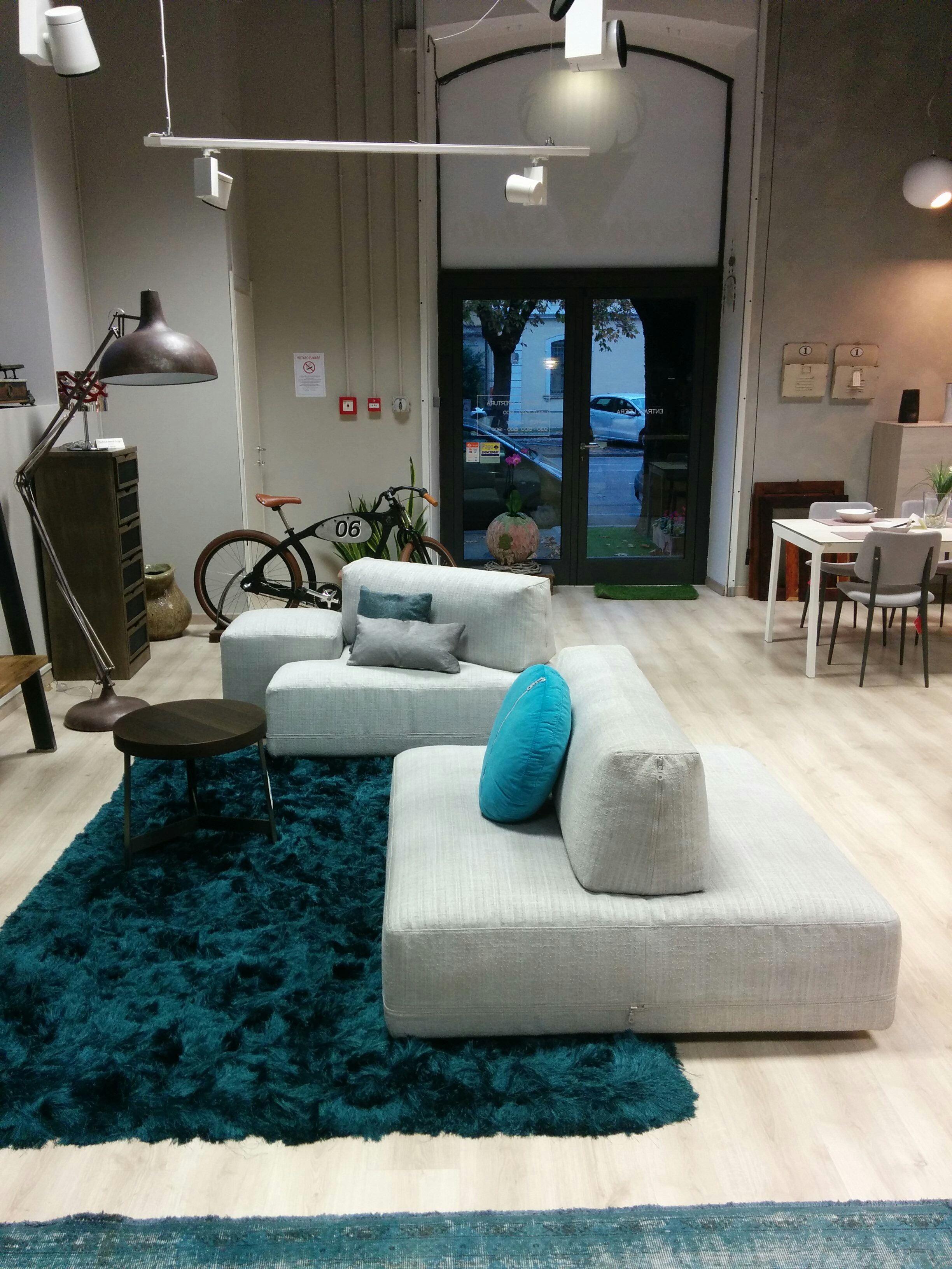 Offerta divano ditre italia mod sanders in tessuto - Divano divani prezzi ...