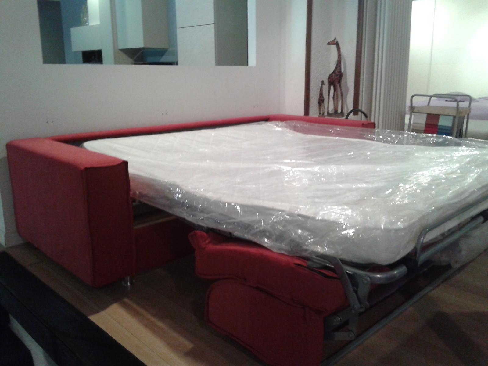 Beautiful divano usato milano gallery for Cerco letto castello usato