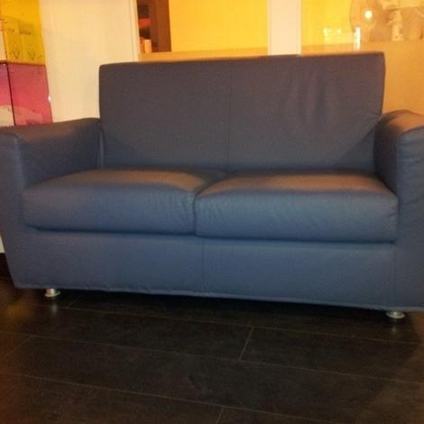 Divano doimo in pelle scontato 8523 divani a prezzi scontati for Divano 2 posti 140 cm