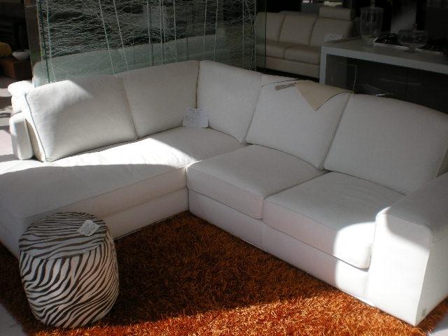 Divano doimo mod tango 207x264 pelle bianco for Divani pelle prezzi