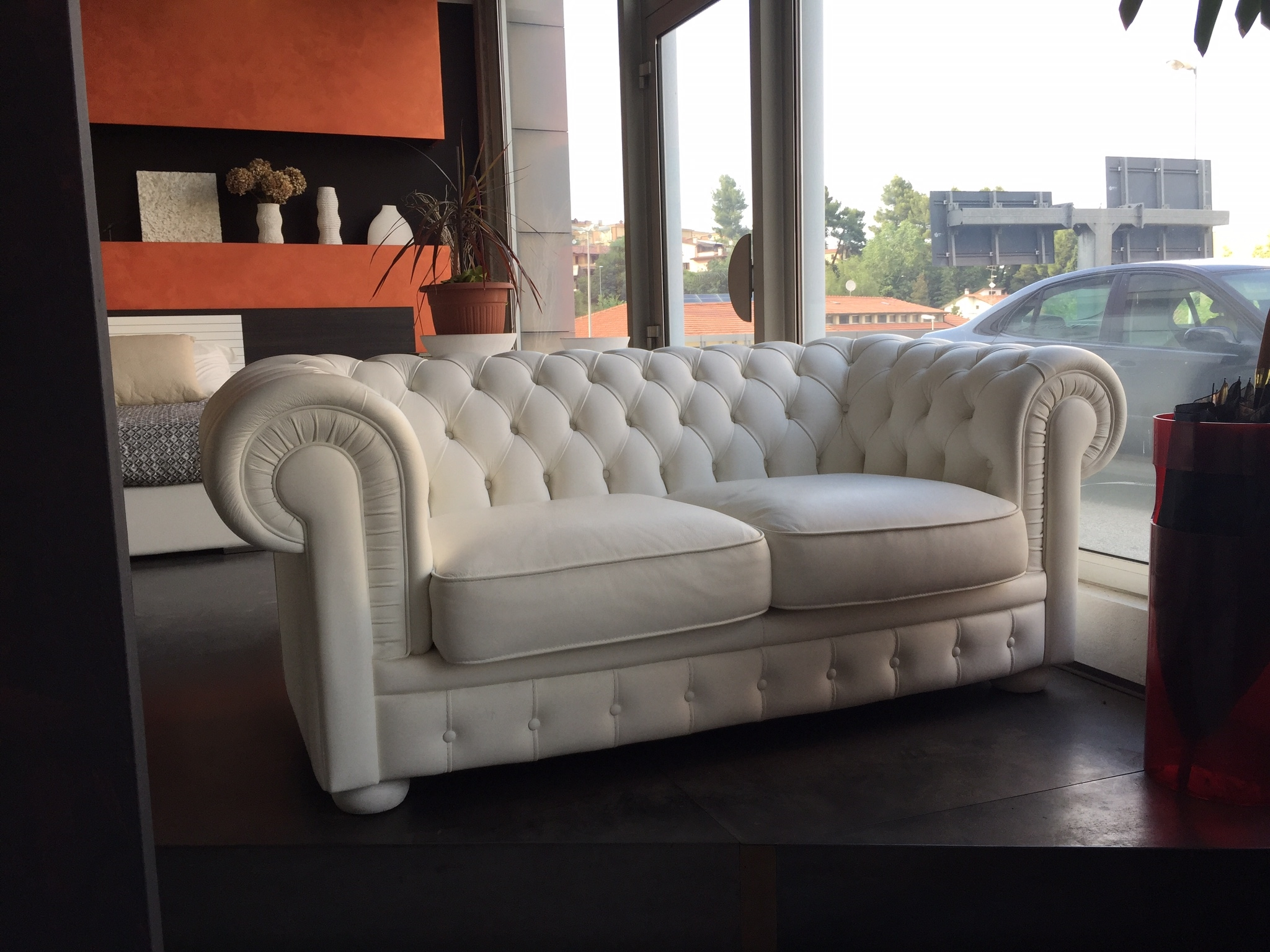 Divano doimo sofas alioth pelle chester sconto 67 for Divani pelle prezzi