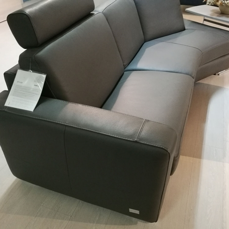 Divano doimo sofas dylan con penisola e pouf scontato del - Divano profondita 70 ...