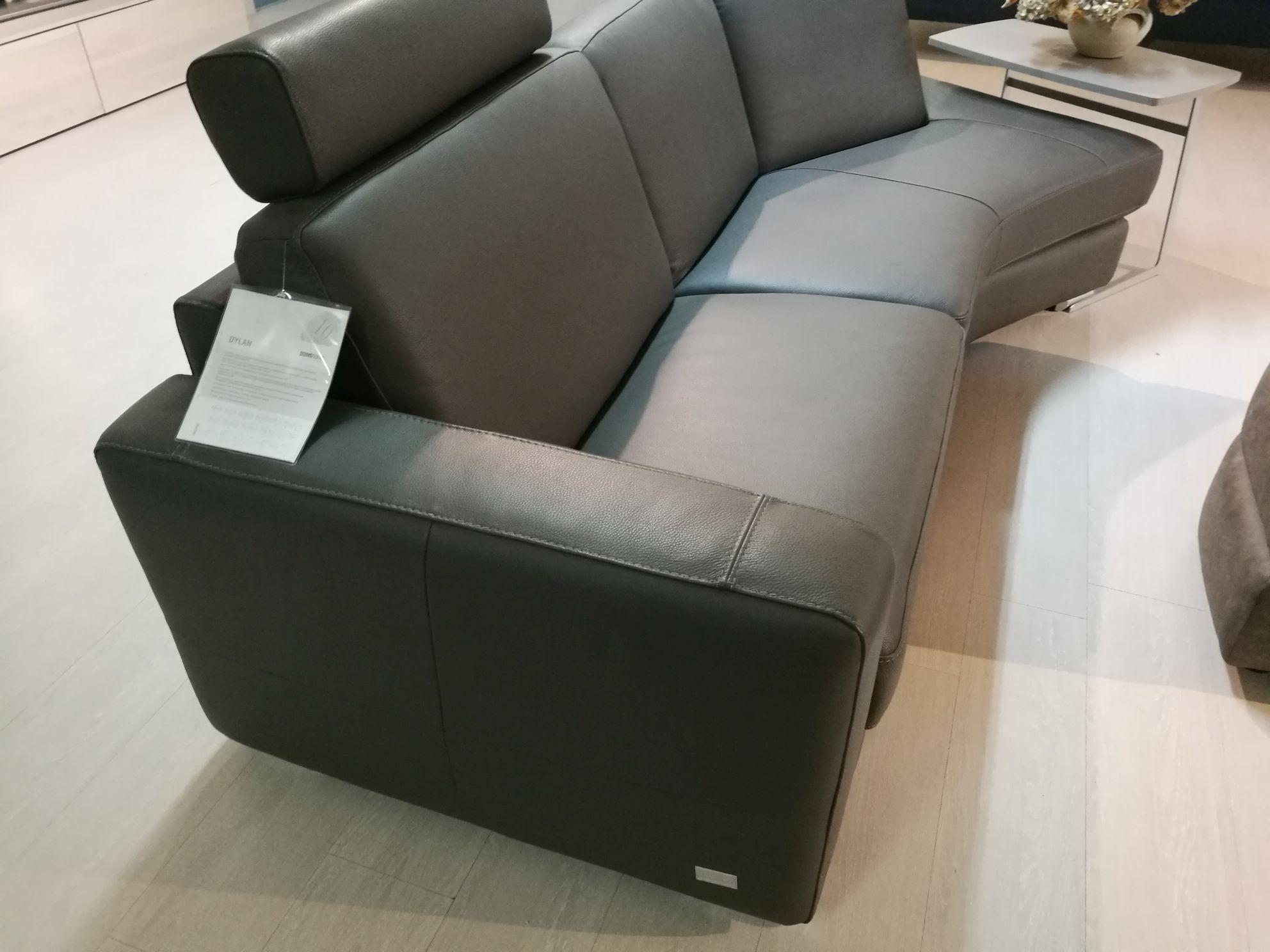 Divano doimo sofas dylan con penisola e pouf scontato del 66 divani a prezzi scontati - Doimo sofas prezzi ...