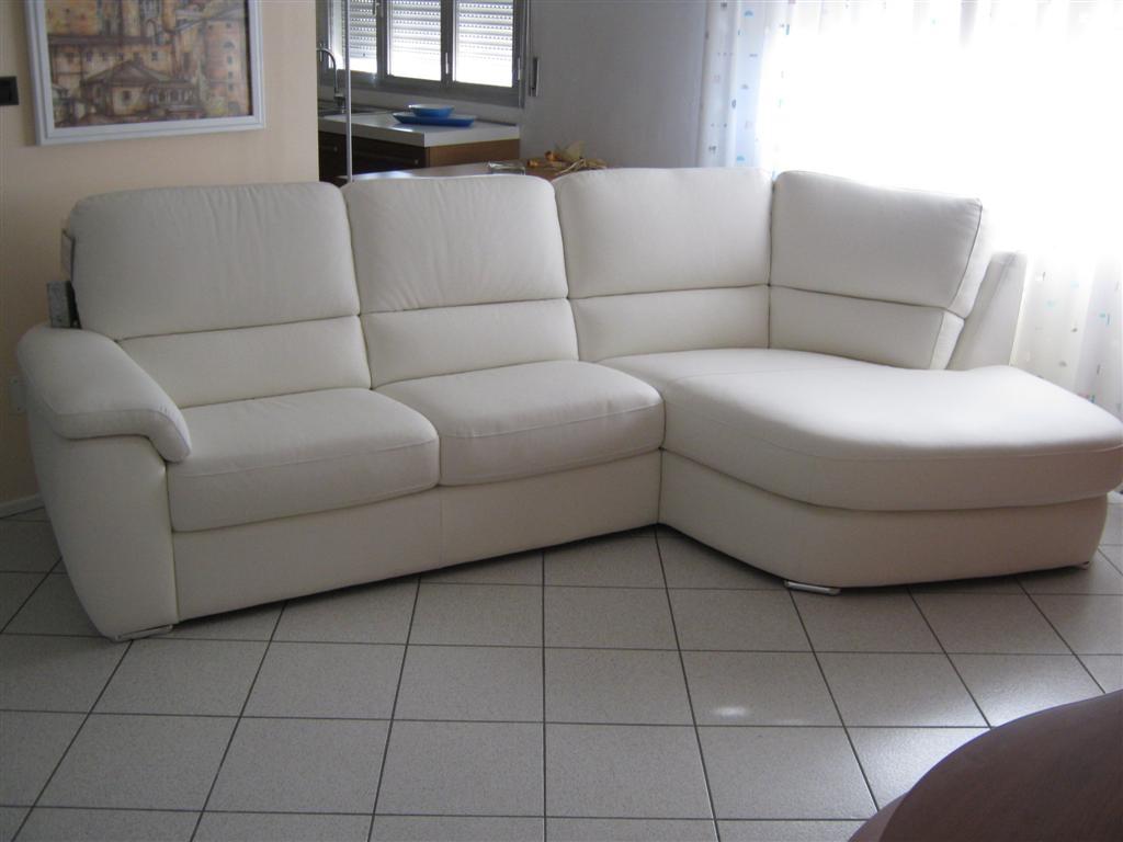 Divano in pelle offerta divani a prezzi scontati - Divano bianco in pelle ...