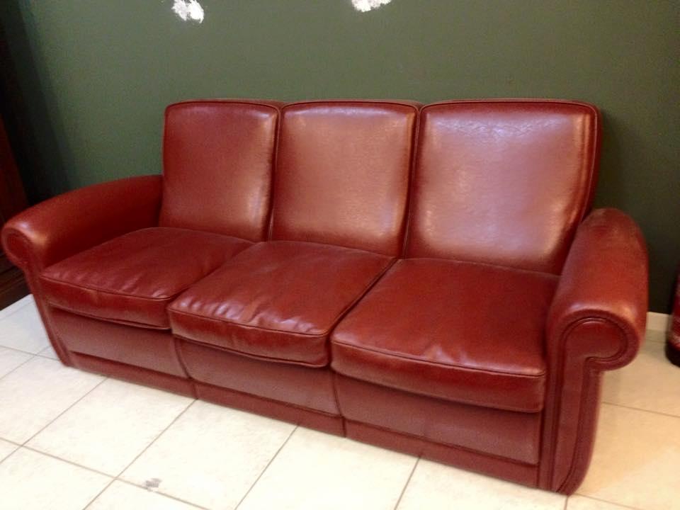 Divano rosso pelle idee per il design della casa - Pelle del divano rovinata ...
