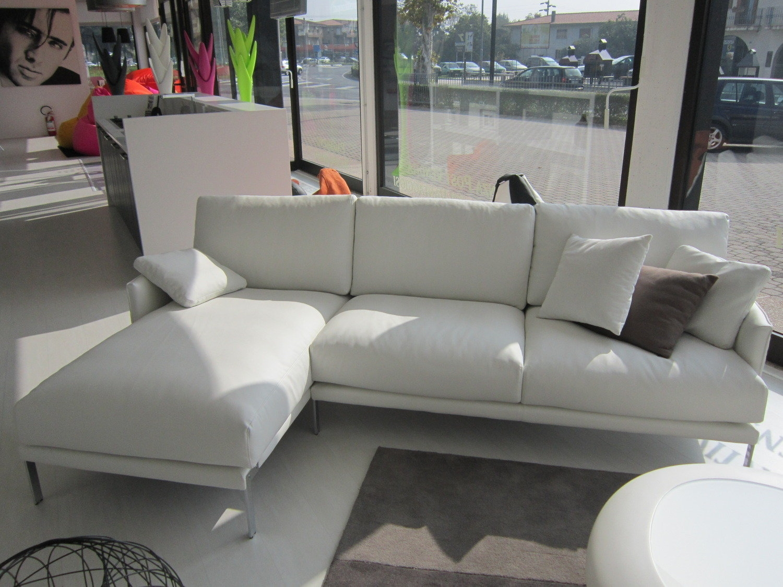 Divano ecopelle bianco scontato divani a prezzi scontati - Divano bianco in pelle ...