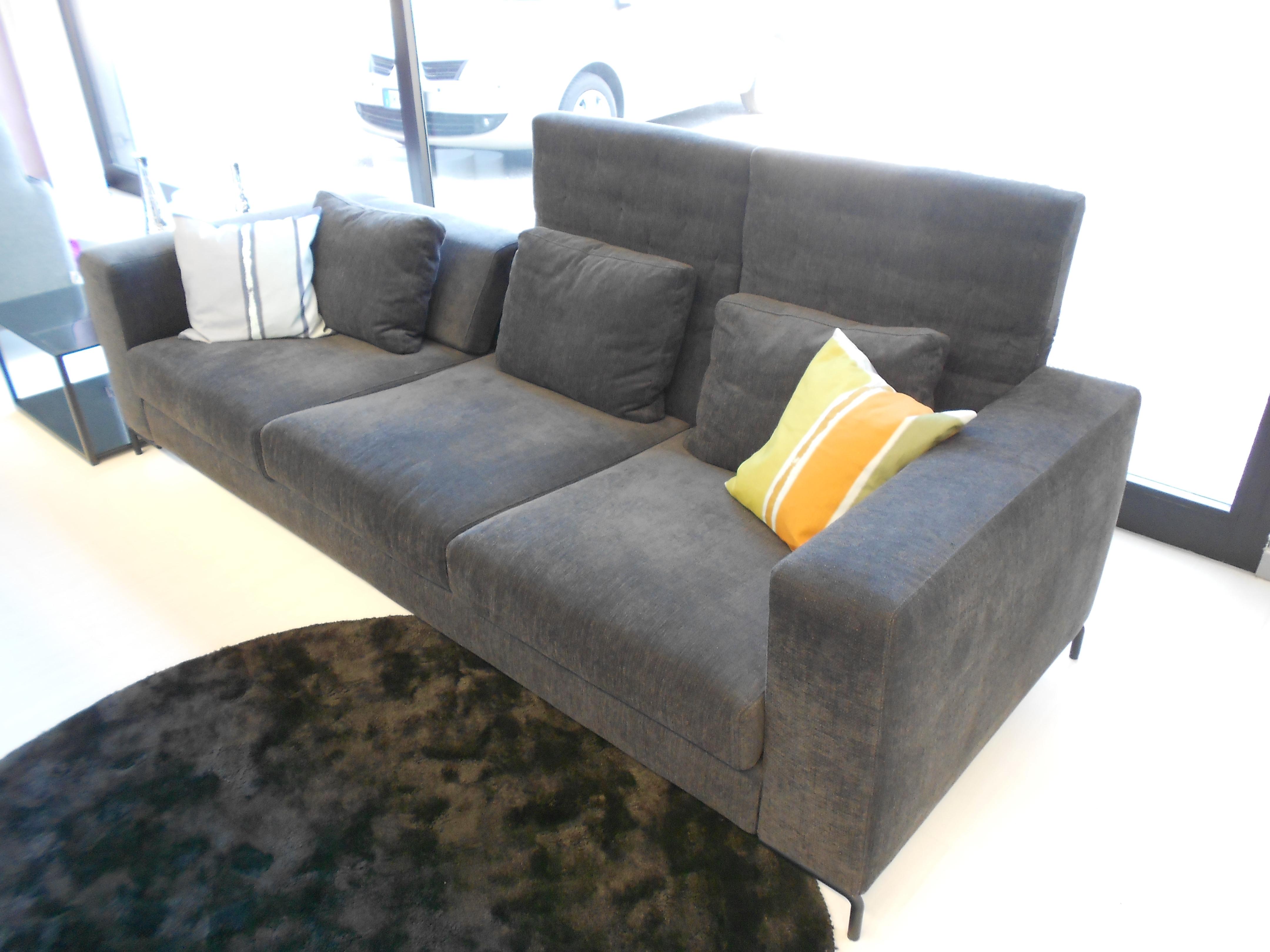 Divano con schienale regolabile arketipo egadi scontato del 50 divani a prezzi scontati - Schienale divano ...