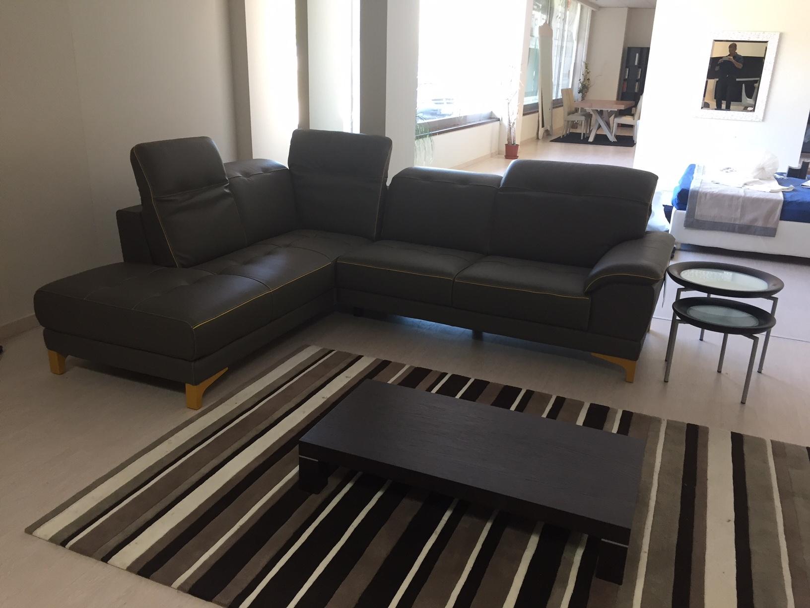 Divani angolari prezzi divani treviso angolari prezzo for Outlet divani mondo convenienza