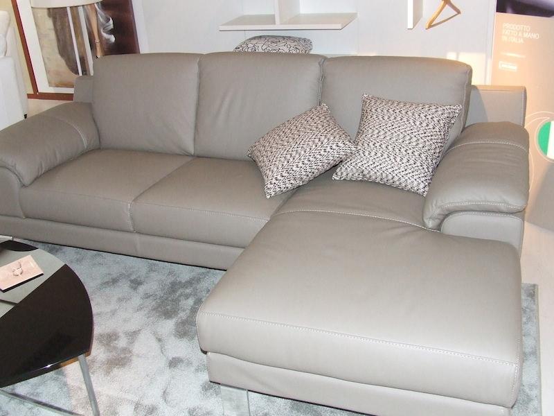 Divano egoitaliano shakira divano con penisola pelle - Pelle del divano rovinata ...