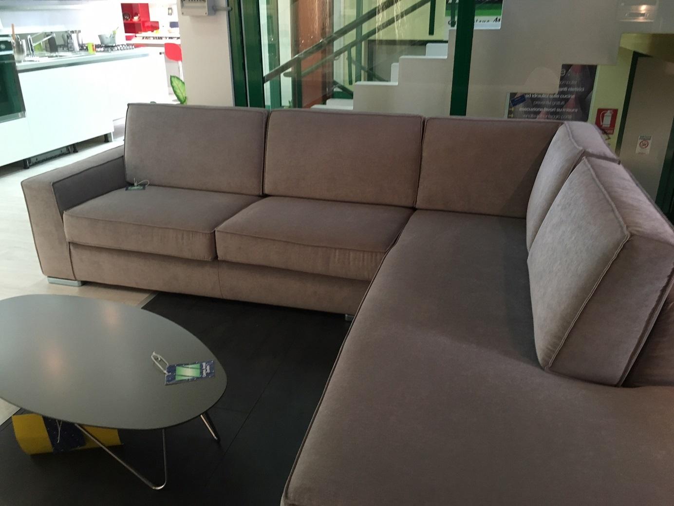 Divano enigma angolare divani a prezzi scontati for Divano angolare 240