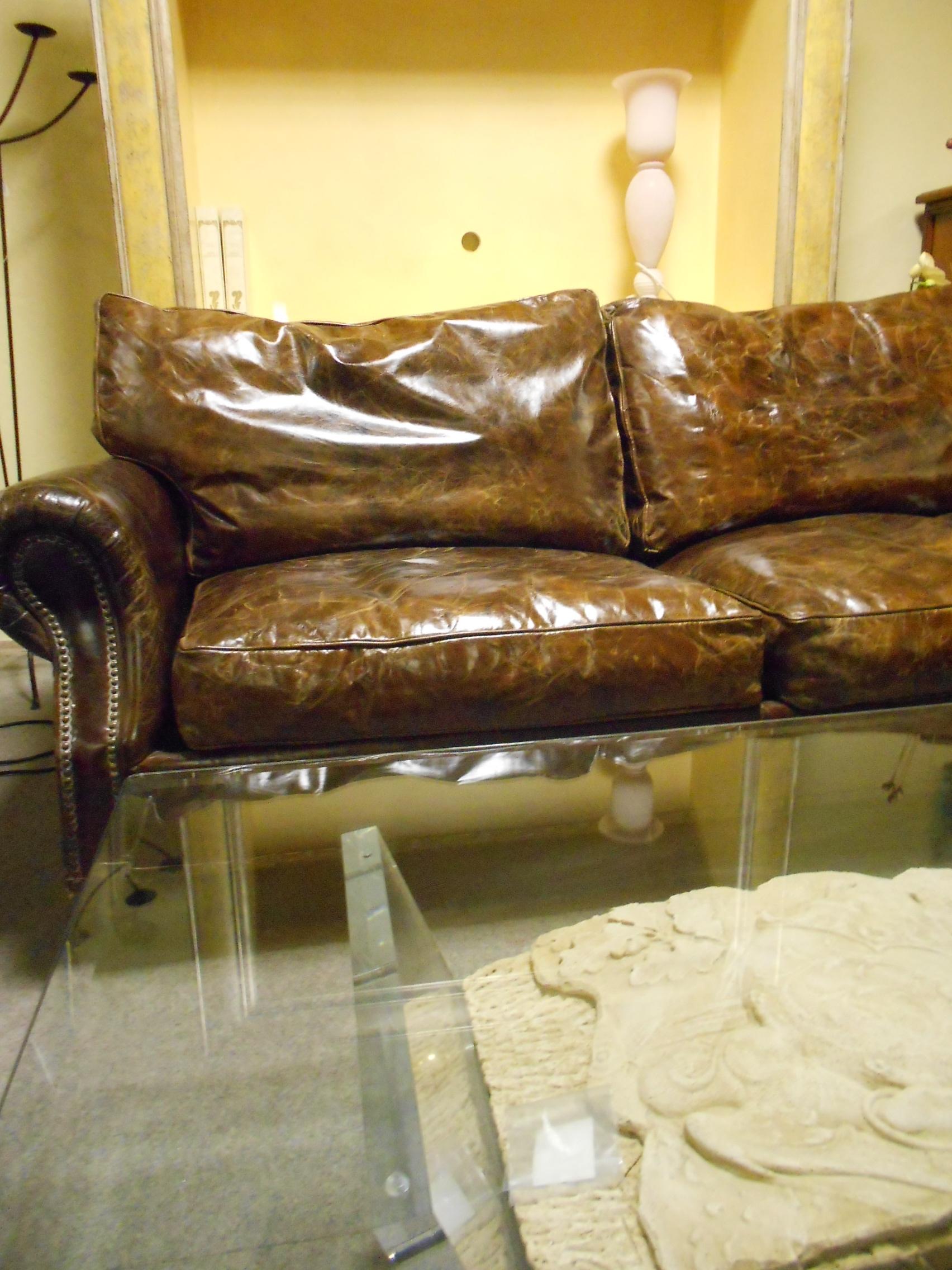 Etnico outlet divano divano vintage in pelle scontato del for Outlet arredamento divani