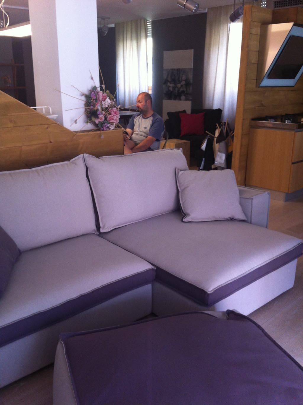 Divano 3 posti con pouf eurosalotto in svendita divani a - Divano seduta scorrevole ...