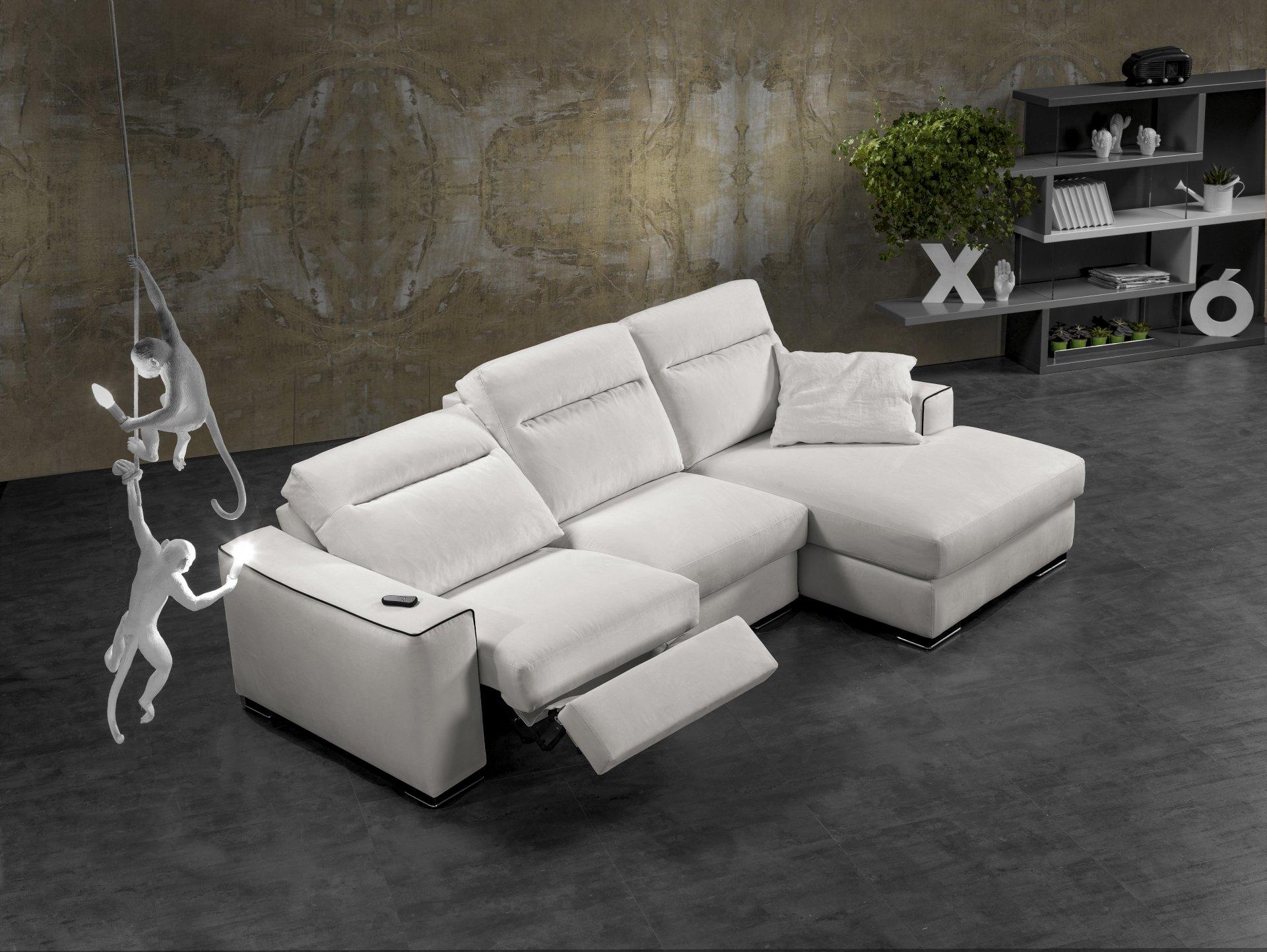 Divano exc arlene divani con chaise longue tessuto divano for Divani moderni con chaise longue