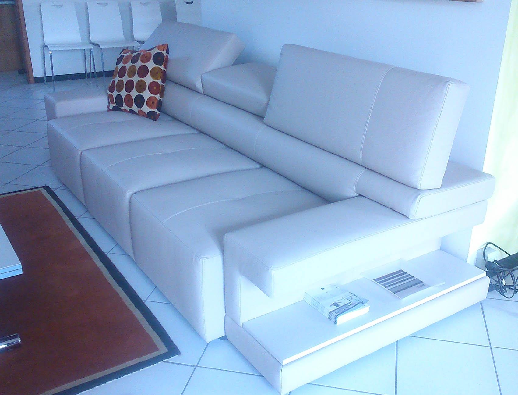 Divano exc gigol pelle divani a prezzi scontati - Pelle del divano rovinata ...