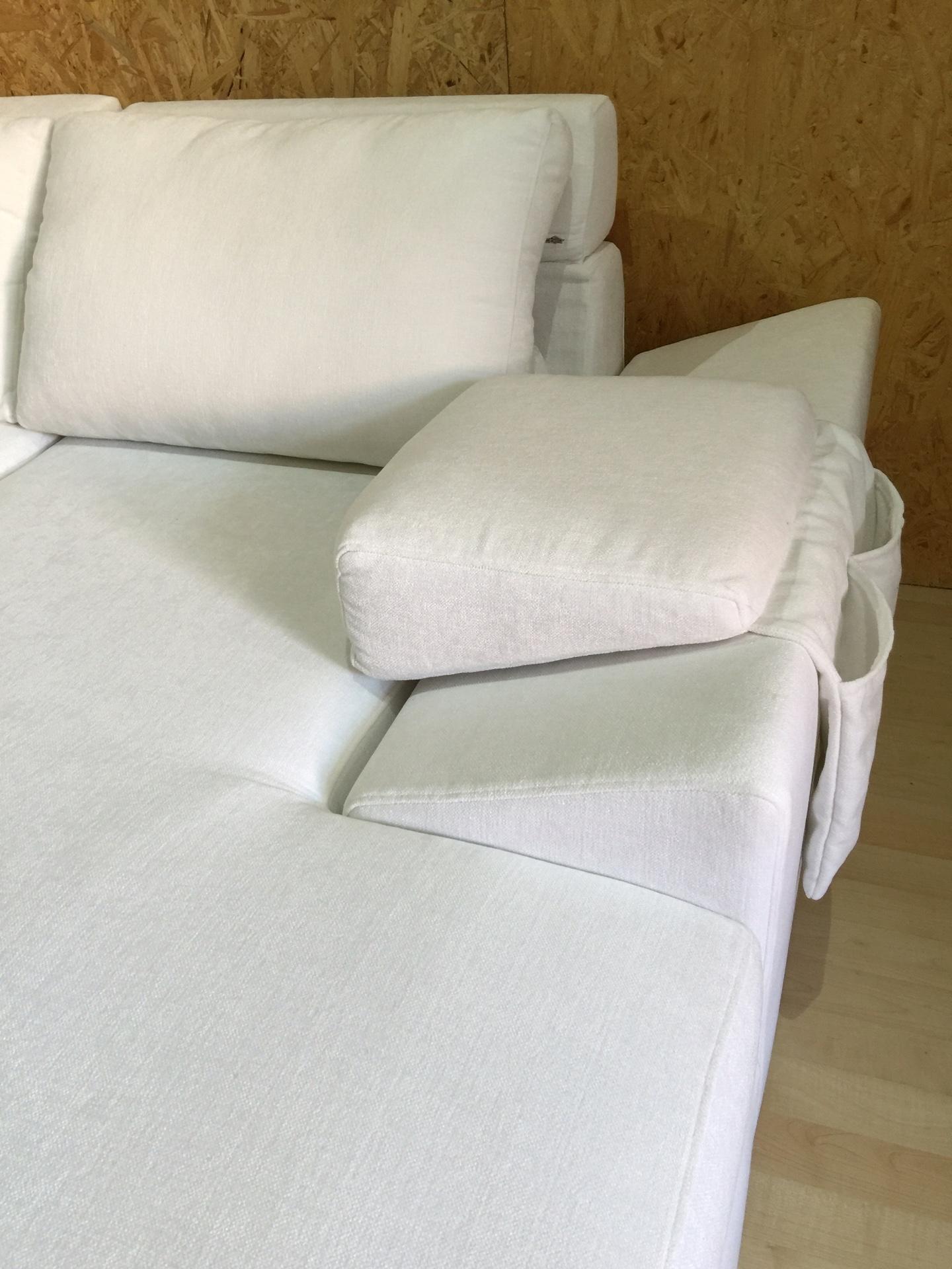 Divano felis felix otello in tessuto bianco con penisola divani a prezzi scontati - Pulire divano tessuto ...