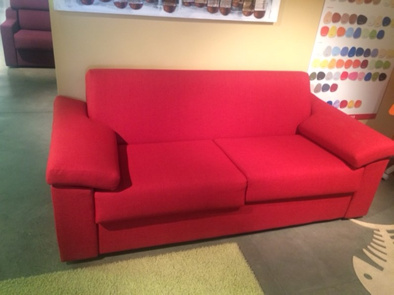 Divano felix divano letto moderno felis modello space in for Divani letto 2 posti in offerta