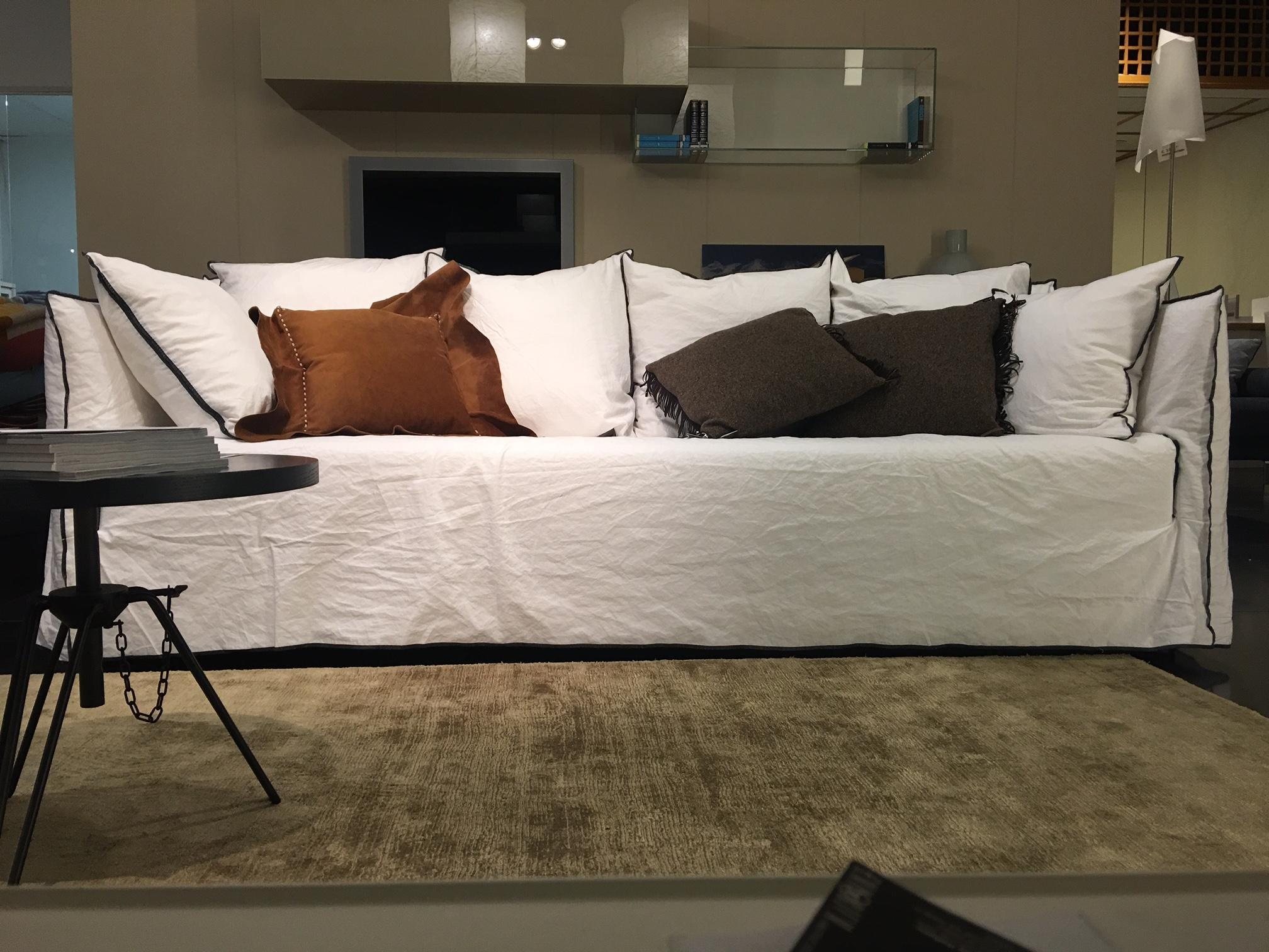 Divano ghost gervasoni in lino scontato del 25 divani a - Gervasoni divano letto ...