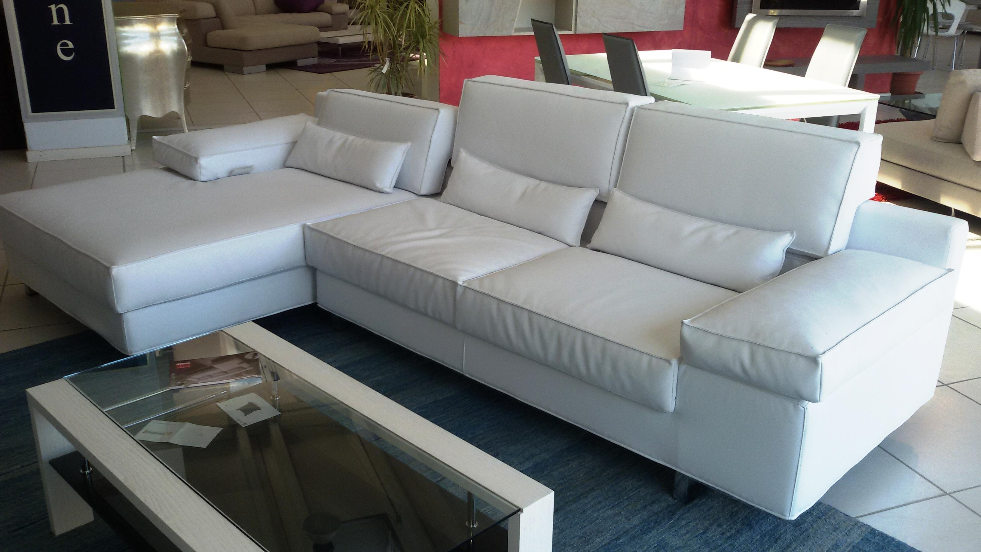 Divani economici ecopelle prezzi divano letto for Prezzi per rivestire un divano