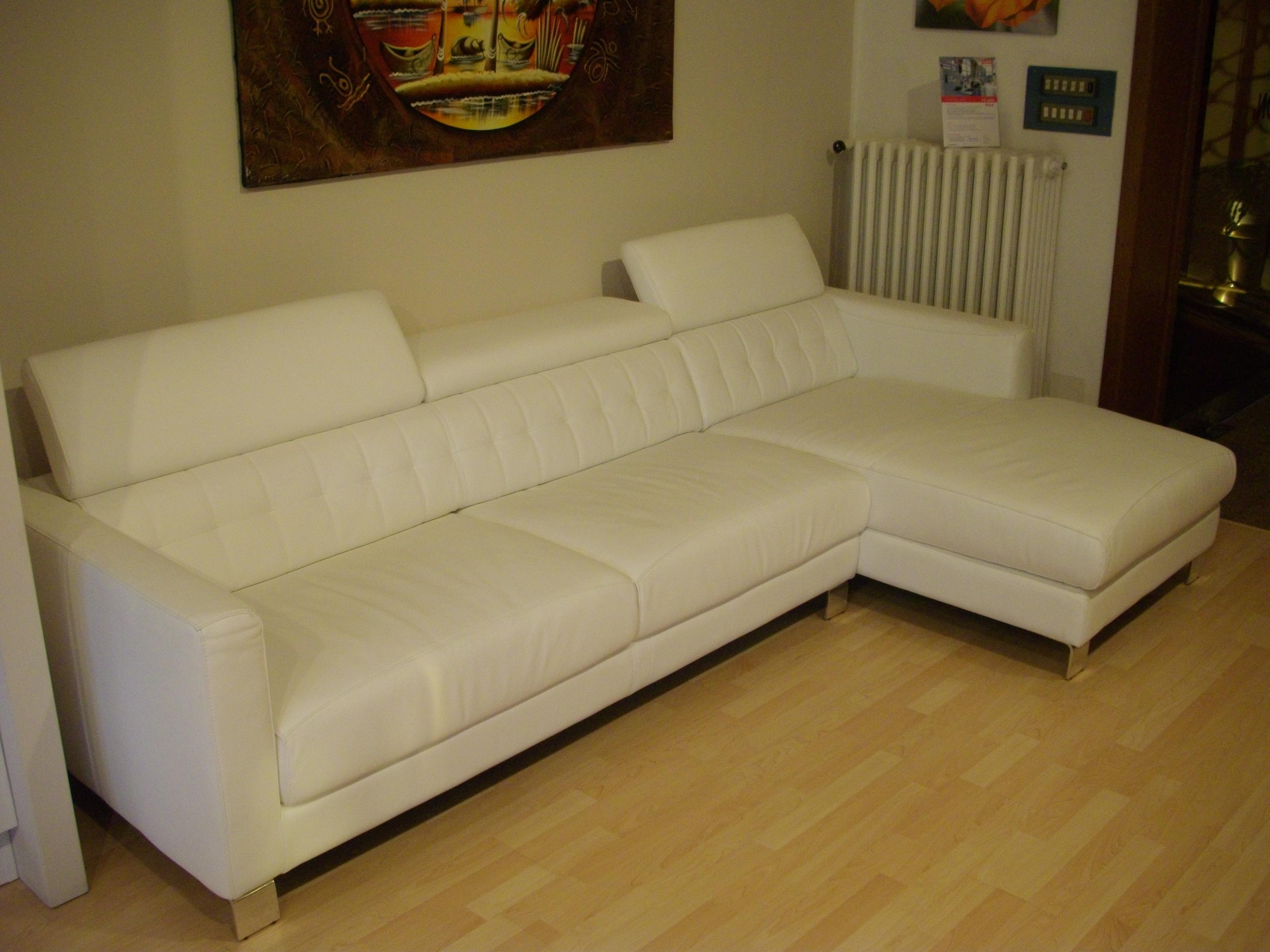 Divano in pelle bianca scontato divani a prezzi scontati for Divani e divani in pelle prezzi