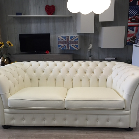 Divano in pelle bianco tipo chesterfield scontato del 72 divani a prezzi scontati - Divano chesterfield prezzi ...