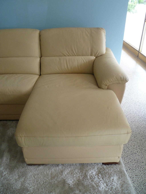 Divano in pelle con penisola e movimento relax divani a - Divano relax prezzi ...