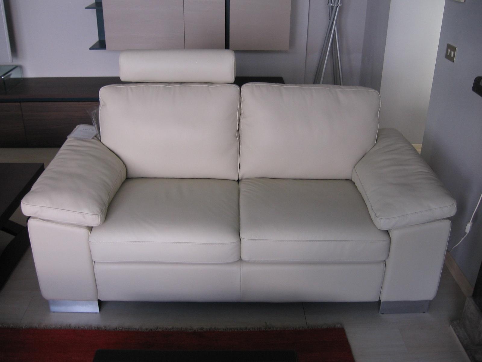 Divano in pelle doimo scontato del 60 divani a prezzi - Pelle del divano rovinata ...