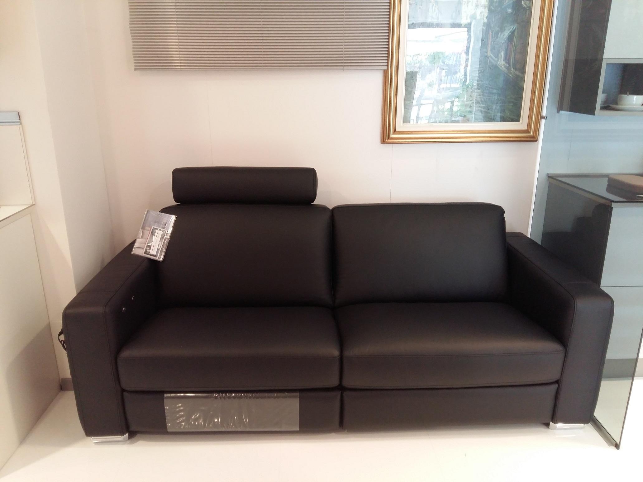 Divano doimo in pelle scontato del 50 divani a prezzi - Divano divani prezzi ...