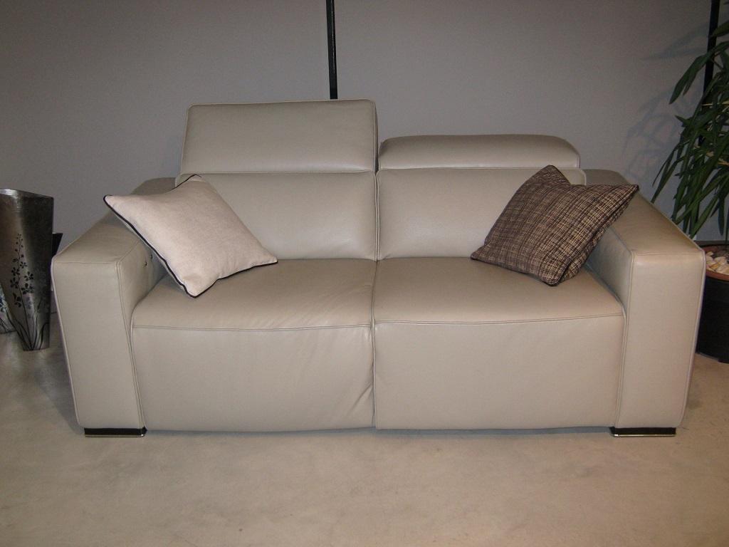 Divano in pelle scontatissimo divani a prezzi scontati - Divano in pelle prezzi ...