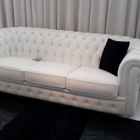 Occasioni by Gruppo Visma Arredo: divano byron tipo chester pelle bianca capitonè